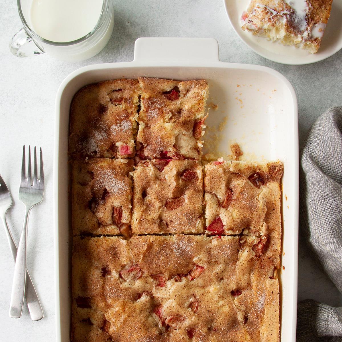 Old-Fashioned Rhubarb Cake