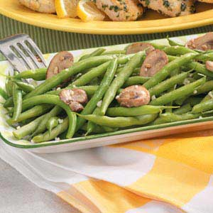 Garlicky Green Beans with Mushrooms