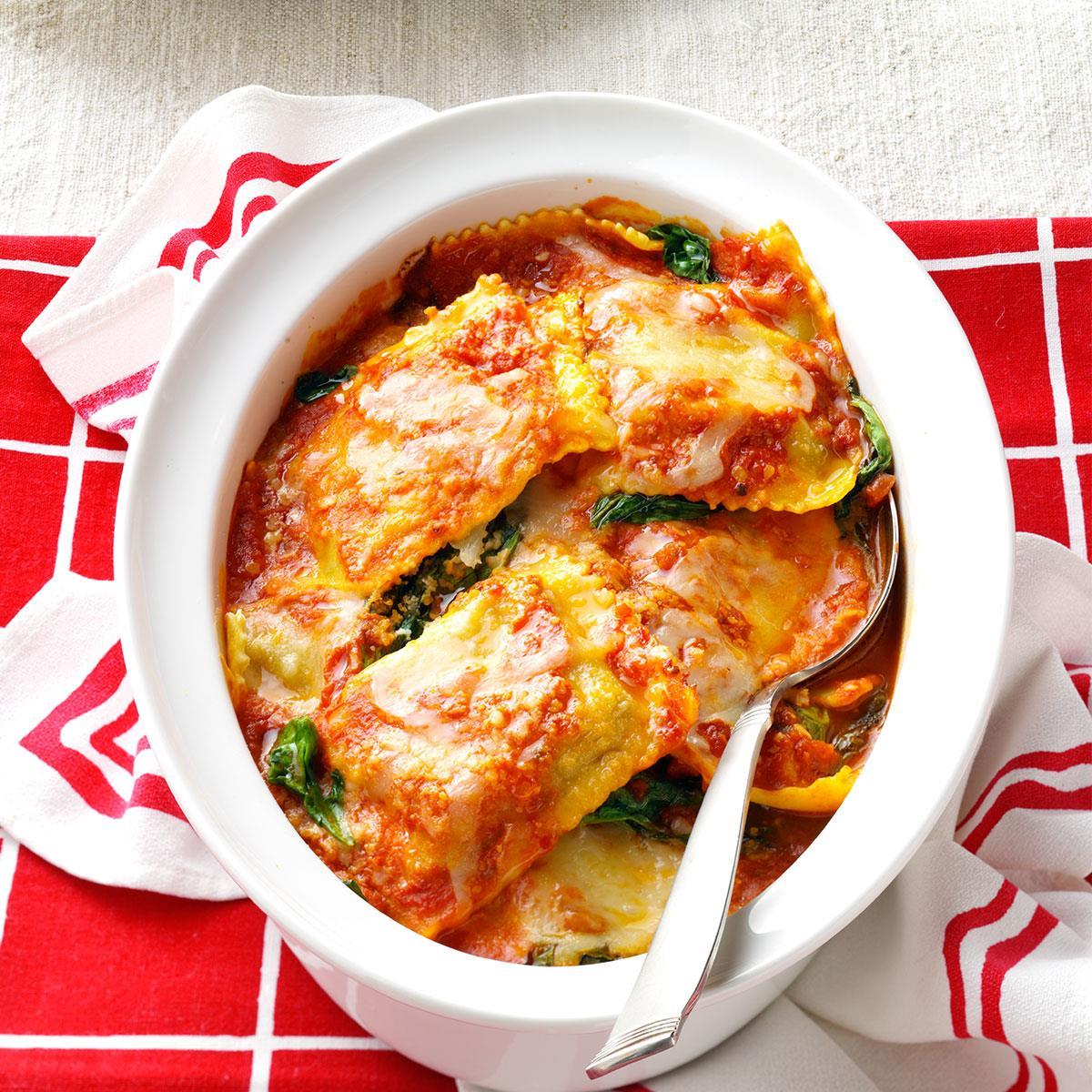 We prepare sauce for lasagna and ravioli
