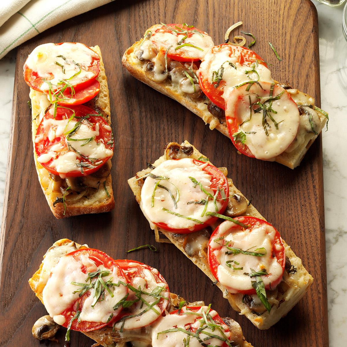 Resultado de imagen para baguette with cheese and tomato