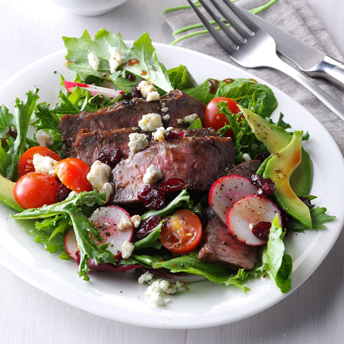 Easy and delicious salads with beef and pomegranate - recipes and reviews 64