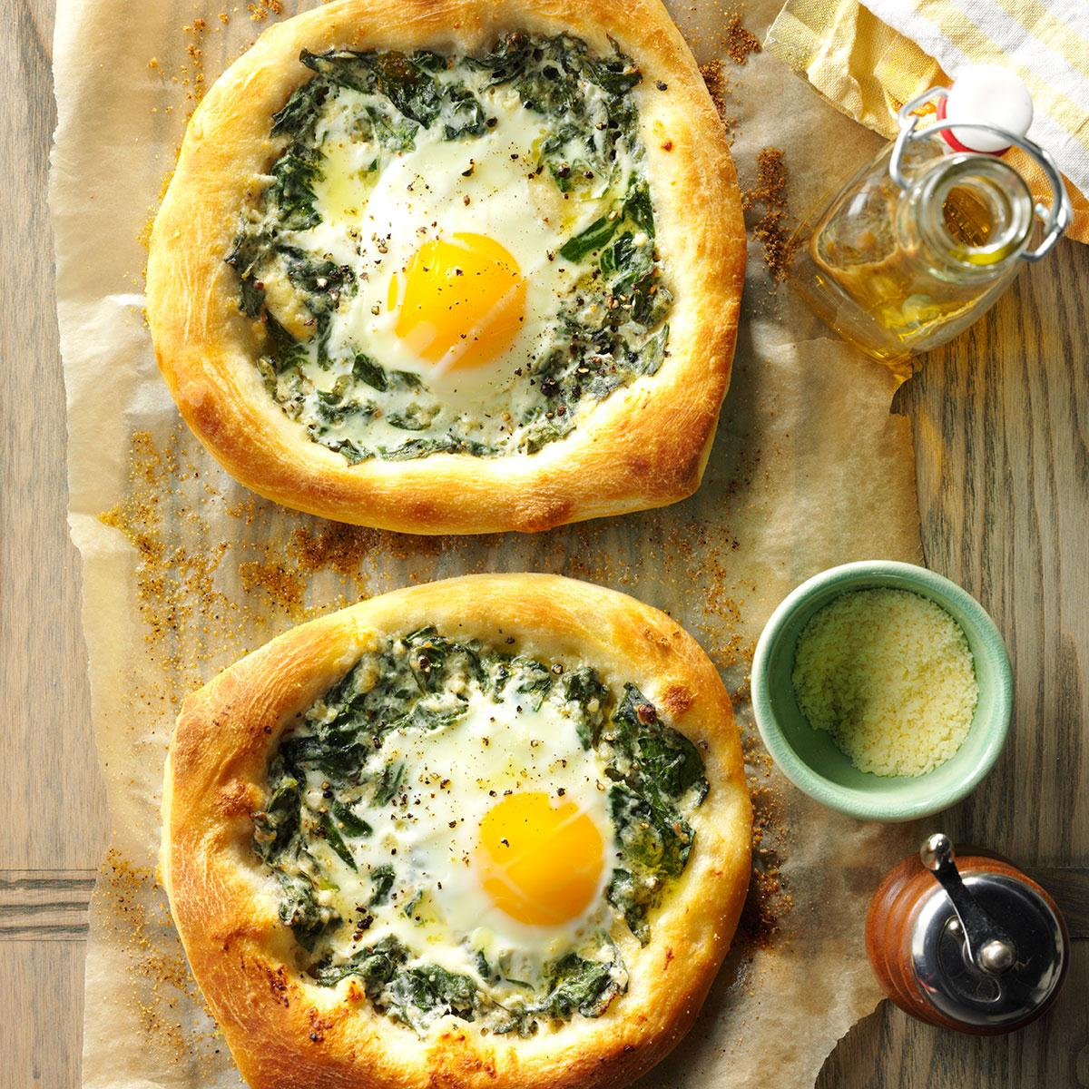 Spinach egg breakfast pizzas taste of home forumfinder Images